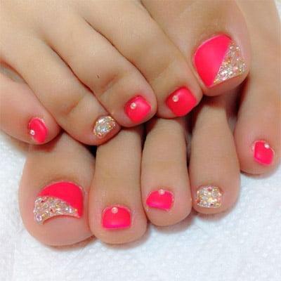 diseños de uñas de pies brillo y color