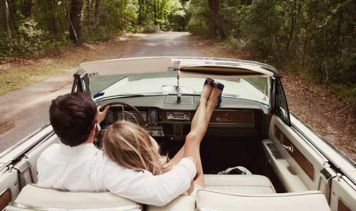 pareja auto