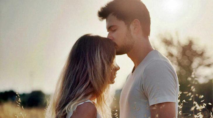 pareja beso 1