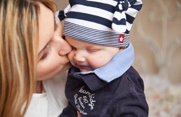 beneficios de los abrazos infancia