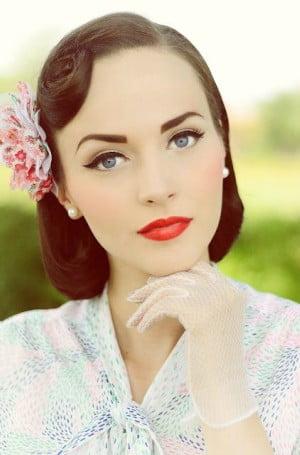 maquillaje con labios rojos