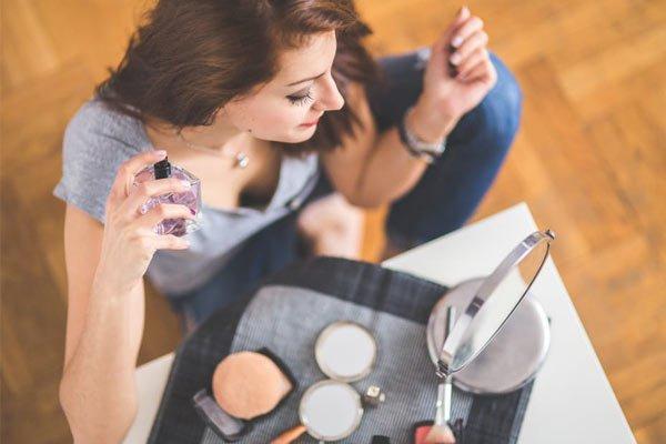 Cómo identificar un perfume falso